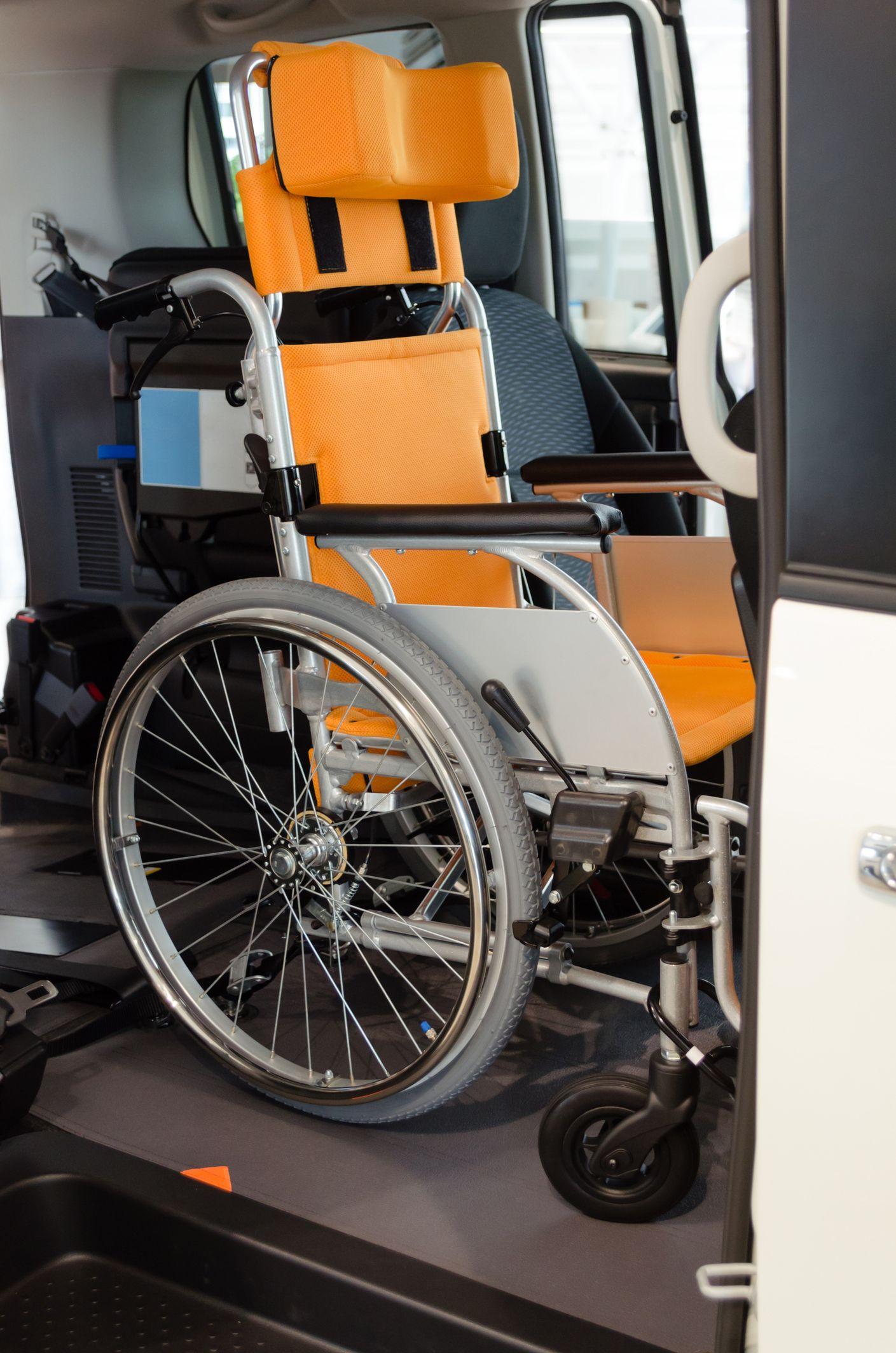 Voiture spéciale pour transporter fauteuil roulant